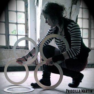 Priscilla Martin jongleuse anneaux